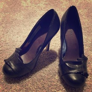 Madden Girl Black Round Toe Pumps